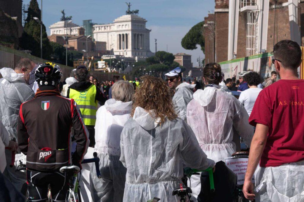 Il corteo di #bastamortinstrada sui Fori Imperiali a Roma.
