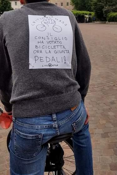cartelli alla critical mass del 22 maggio 2020 a Trento