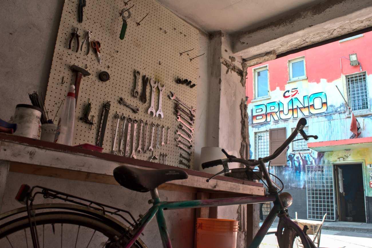La nuova sistemazione all'aperto di Ciclostile, la ciclofficina popolare del Centro Sociale Bruno di Trento